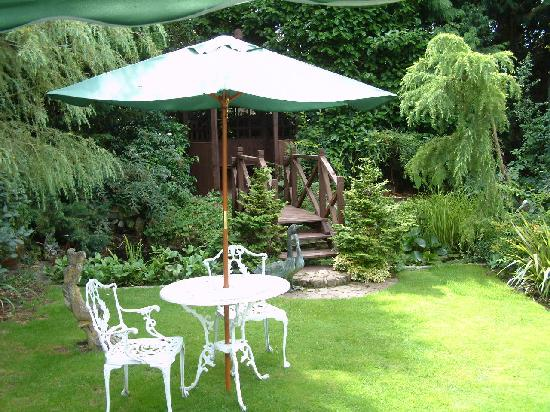 West Lodge Hotel: Secluded Private Gardens