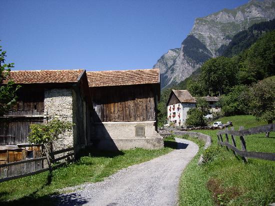 Maienfeld, Schweiz: デルフリ村のモデルになった村