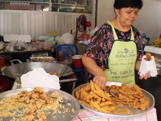 Chatchai Market: あつあつバナナフライ召し上がれ!
