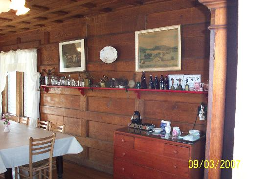 The Pines Country Inn: Dining Room
