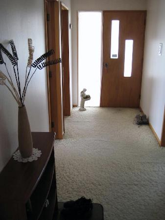 AAA Thames Court Motel: Front Hallway