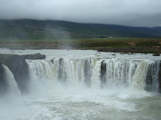 Akureyri, Islandia: Goðafoss.