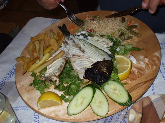 Meteora Restaurant: Tipico piatto a base di pesce a Meteora