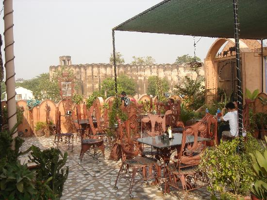Hotel Pearl Palace: roof top garden resturant