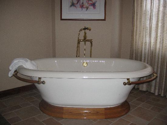 the large soaking tub picture of soaring eagle casino resort mount pleasant tripadvisor. Black Bedroom Furniture Sets. Home Design Ideas
