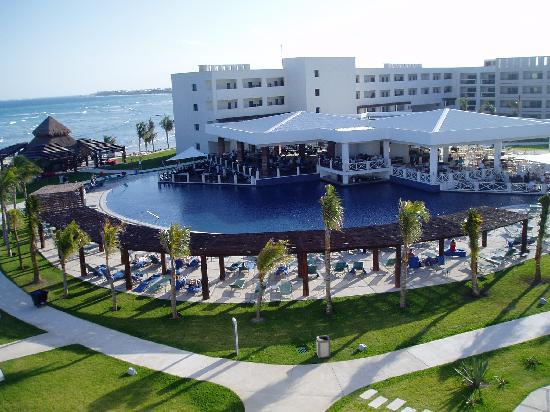 Secrets Silversands Riviera Cancun: Main courtyard