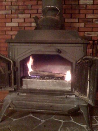 The White Rabbit Inn B&B : The wood-burning stove