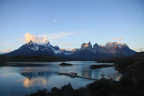 explora Patagonia - All Inclusive : Sunset from the restaurant