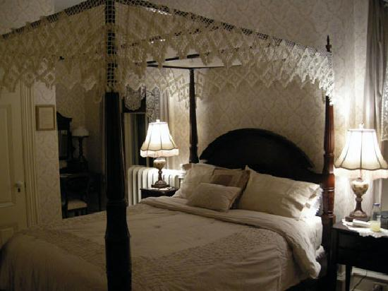 Lovelace Manor Bed and Breakfast: Room Ellinda - absolutely loved it!