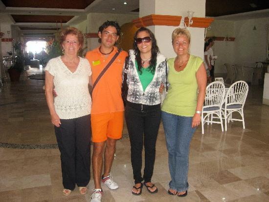 Tesoro Ixtapa : Journée du départ, ma mère ma fille et moi avec Elias notre animateur adorable préféré!