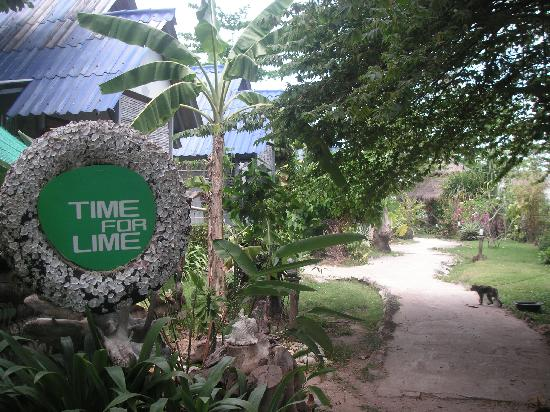 Time For Lime Bungalows: The entrance