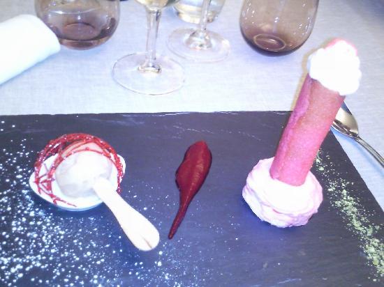 Les Saveurs de l'Abbaye : glace saveur pomme au four, craquant et mousse fraise tagada