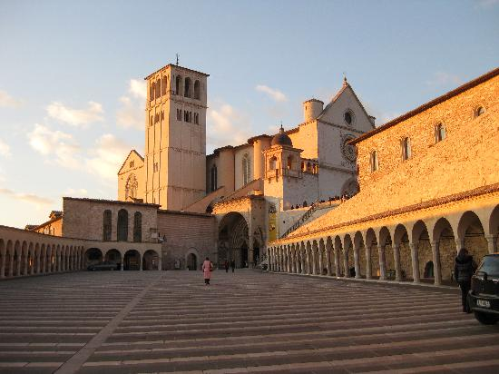 Palazzo Minciotti: A Winter sunset at the Basilica of San Francesco