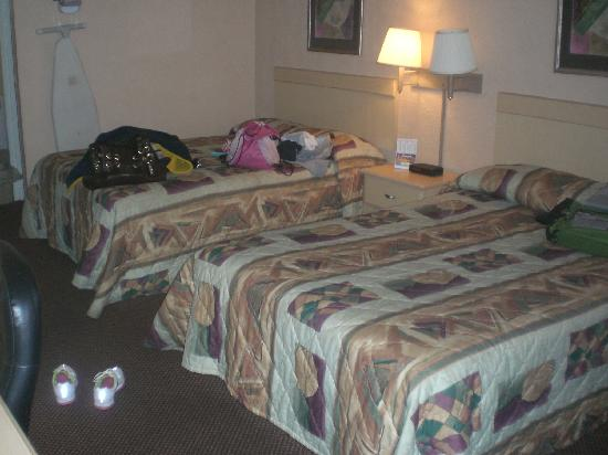 Motel 6: Basic basic room