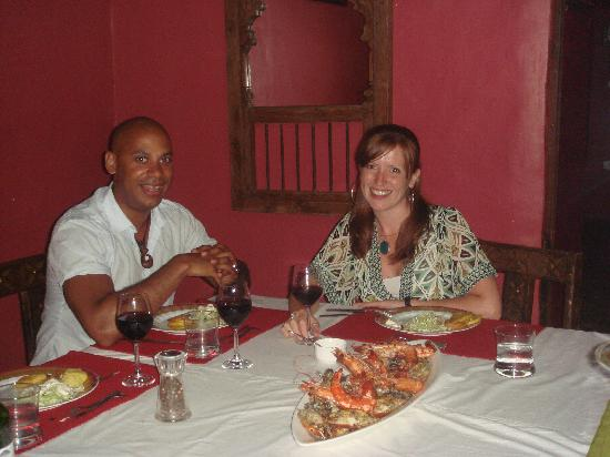 Casa Susegad: Settling down with wine and the seafood platter in the dining room...