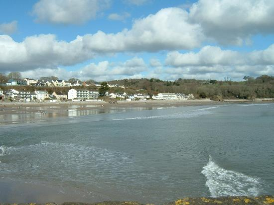 St Brides Spa Hotel: Saundersfoot view from harbour wall