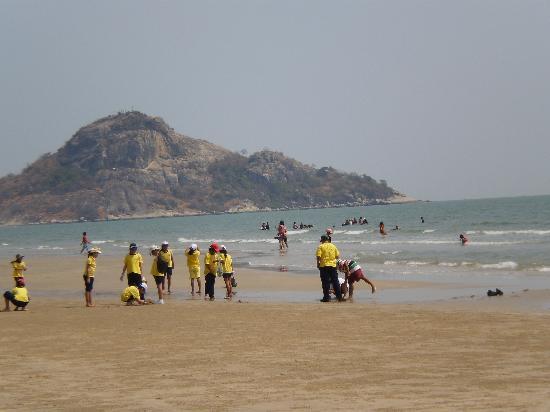 หัวหิน, ไทย: 2.8Kmの砂浜は地元っ子の憩いの場