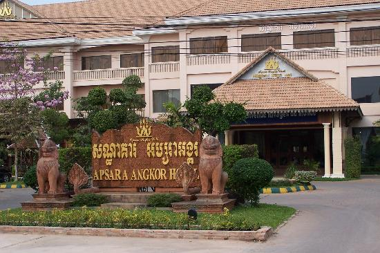 Apsara Angkor Resort & Conference: Front entrance