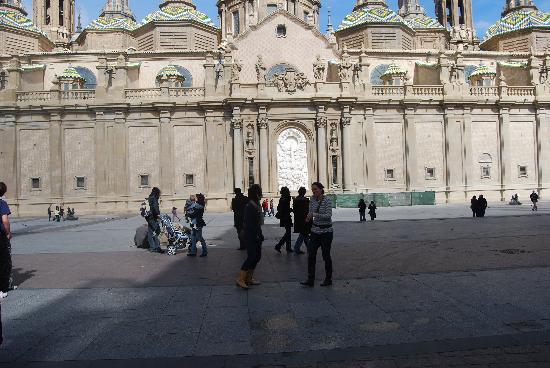 Apartamentos Auhabitat Zaragoza: Basilica de Nuestra Senora Pilar