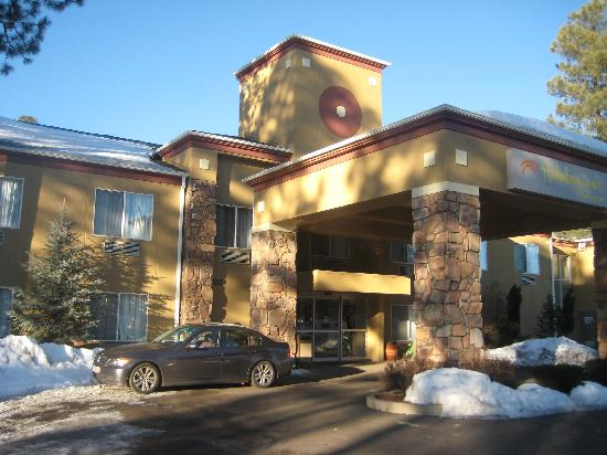 Holiday Inn Express Pinetop: Outside View in Winter