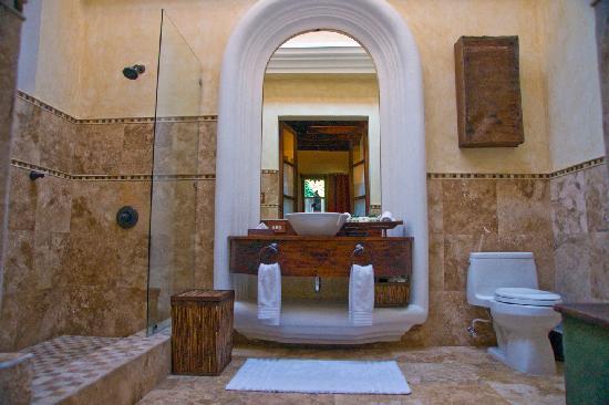 Posada Del Angel: Mayan Room Bathroom