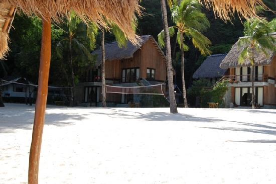 El Nido Resorts Miniloc Island: volleyball area & beach bungalows