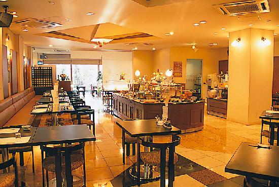 Yumura Hotel B&B: バイキングレストラン びーどろ
