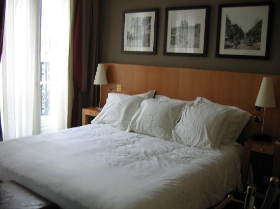 Hotel Royal Saint Michel: Typical room