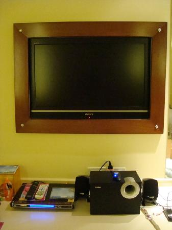 Hip Bangkok: Sony TV and DVD player in the room