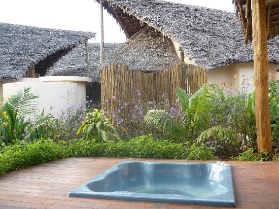 terrasse mit jacuzzi bild von kena beach hotel villas formerly azanzi resort matemwe. Black Bedroom Furniture Sets. Home Design Ideas