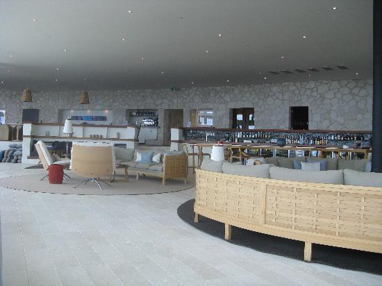 Southern Ocean Lodge: lounge with bar