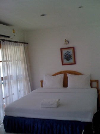 Sunshine Guest House Hua Hin: Nice bed..