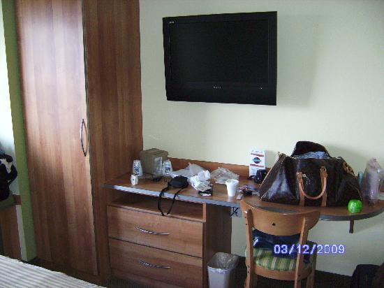 Microtel Inn & Suites by Wyndham Lehigh: Flat screen TV