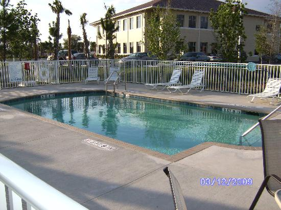 Microtel Inn & Suites by Wyndham Lehigh: Pool