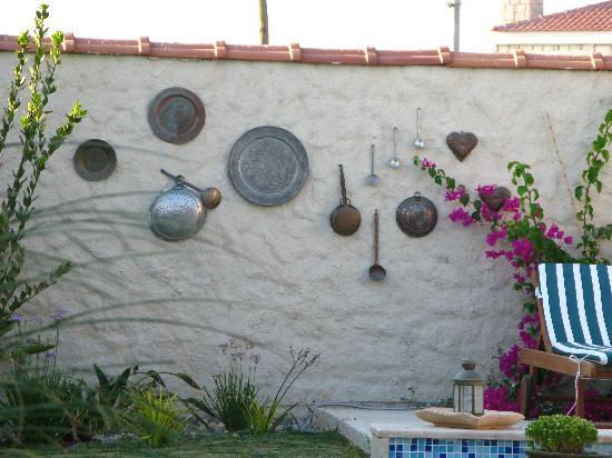 Sedirli Ev: The garden wall