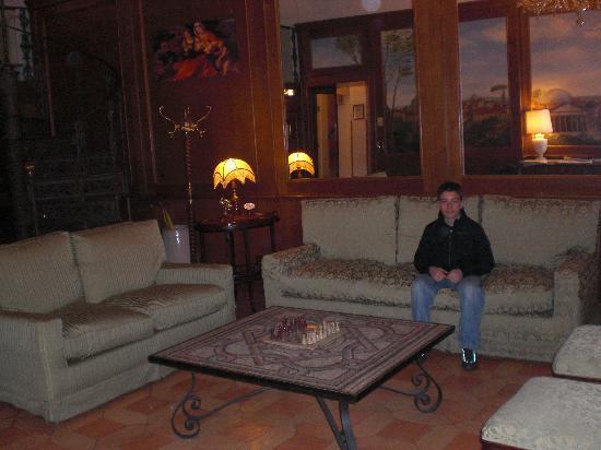 Hotel Pantheon: salon près de la réception