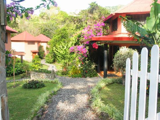 Boquete Garden Inn: Welcoming reception area