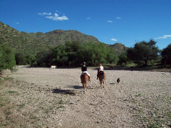 Equitrails Namibia: Riding down the river bed