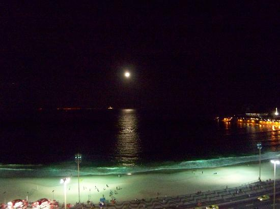 Rio Guest House ( Marta's Guest House): Moon rise from Terrace