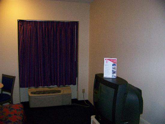 Red Roof Inn Jacksonville - Southpoint: Room photo - 2nd angle