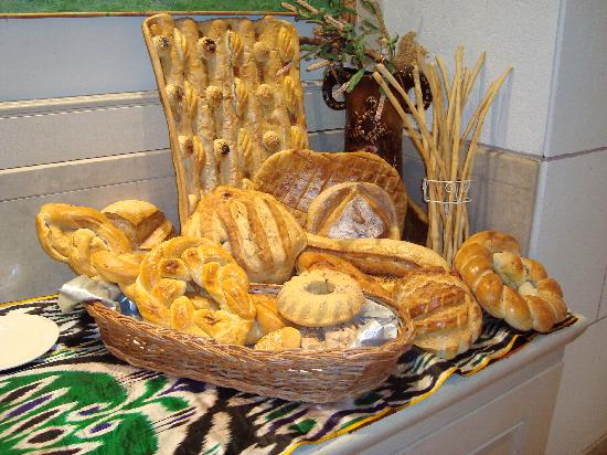 International Hotel Tashkent: Uzbek Bread in the breakfast restaurant