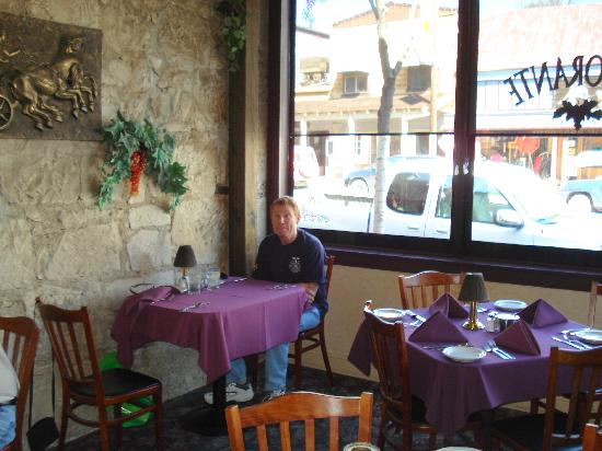 Crusco's Ristorante: Front seating