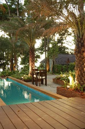 Nisa Cabana Koh Chang Resort: the pool along side the restaurant