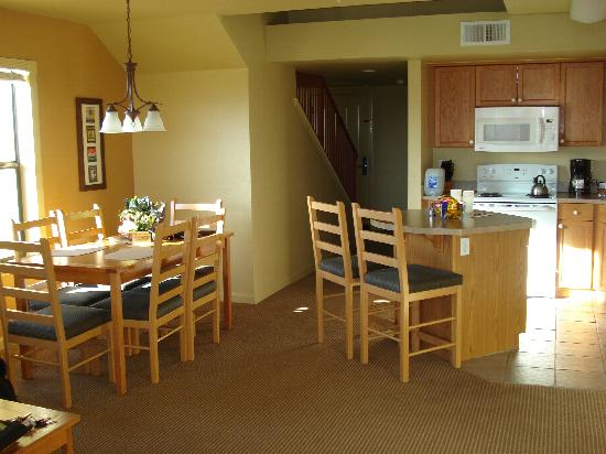 WorldMark Angels Camp: dining room/kitchen