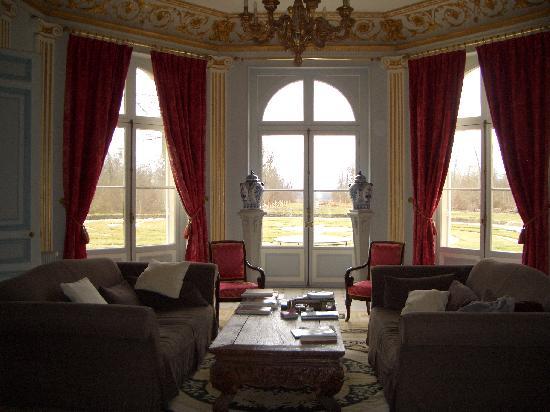 Salon ch teau des moyeux picture of le chateau des for Le salon chatou