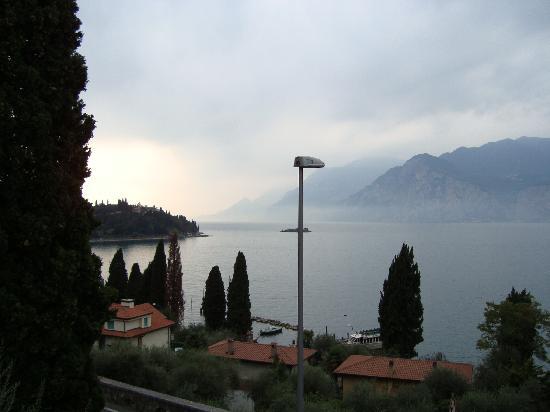 Hotel Garni Casa Popi: Blick aus dem Zimmer zur anderen Seite