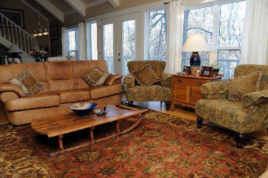 Inn Harmony: Living Room