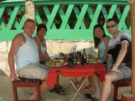 Cassia Cottage: eating out