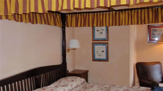 Casa Palmira: Il letto a baldacchino dell'appartamento Chiocciola