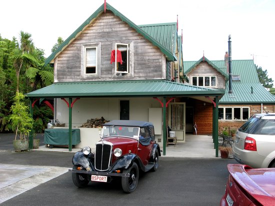 Awatuna Homestead: Morris at Awatuna